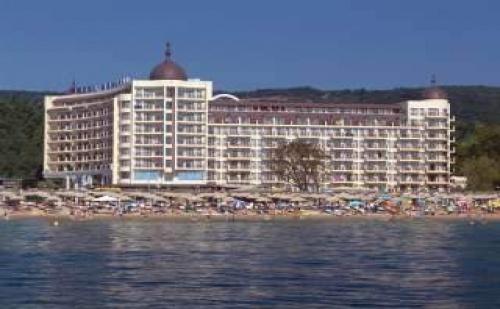 Петзвезден Лукс на Самия Морски Бряг, със Закуска и Вечеря След 30.08 в Хотел Адмирал, Зл. Пясъци
