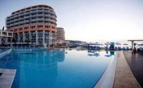 7 дни All Inclusive Ultra за двама и собствен плаж след 01.09 в Хотел Азалия и СПА, Св. Константин
