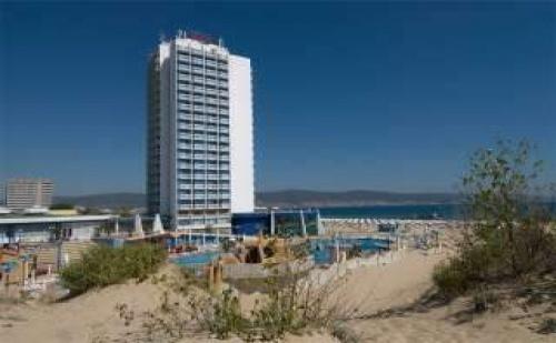 Първа линия в Топ курорт, 5 дневни All Inclusive пакети от 01.09 в Хотел Бургас Бийч, Сл. бряг