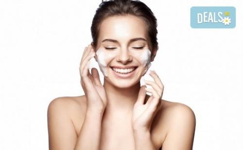 Сияйна, Чиста и Красива Кожа с Процедура за Почистване на Лице от Салон за Красота Белен