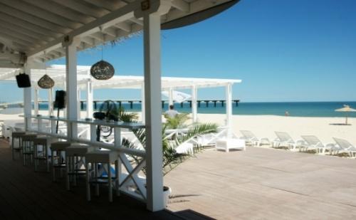 Частен Плаж + All Inclusive в 5* Хотел Лонг Бийч Резорт ***** К.к. Шкорпиловци! Ползване на Плувен Минерален Басейн + Чадър и Шезлонг на Плажа!