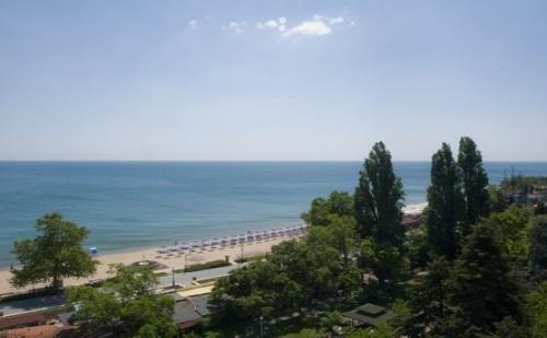 Желан Хотел на Добра Цена за Лятото на База All Inclusive Light в Златни Пясъци Хотел Астория! Ползване на Чадър и 2 Шезлонга на Плажа!