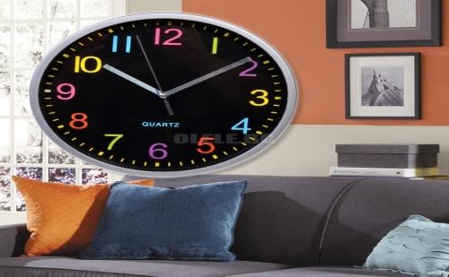 Стенен Часовник с Цветни Числа