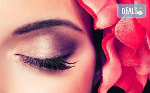 Подчертайте Красотата на Очите си с Процедура за Удължаване и Сгъстяване на Мигли от Коприна или Норка Чрез 3D Технология в Салон Голд Бюти!