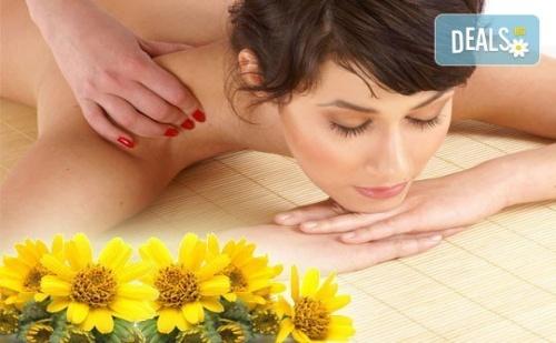 Облекчете неразположенията! 60-минутен болкоуспокояващ масаж 'Бабините разтривки' на цяло тяло с арника в студио Giro!
