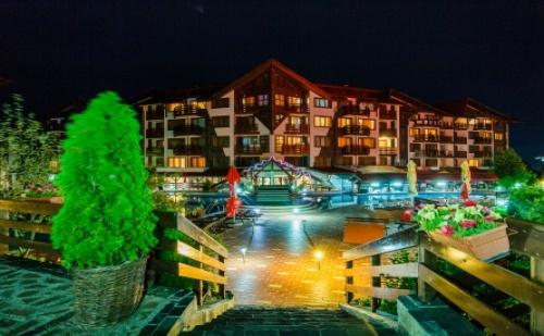 Делник или Уикенд в Банско през Есента - Хотел Белведере Холидей Клуб****! Пакети със Закуски и Вечери + Ползване на Спа Център на Цени от 38лв.!