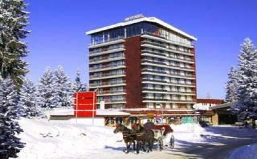 Новогодишна Нощ в Гранд Хотел Мургавец, Пампорово, 3 Дни с Басейн и Празнична Програма