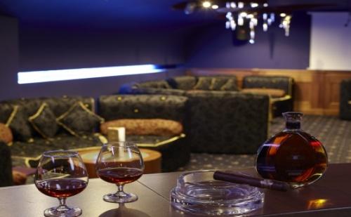 5 Звезден 8-Ми Декември в Боровец - Хотел Феста Уинтър Палас *****! 2 Дневен Пакет на човек със Закуски + Празнична Вечеря!