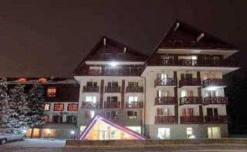 Нова Година в Боровец, 7 дни полупансион с Празнична вечеря и басейн в хотел Иглика