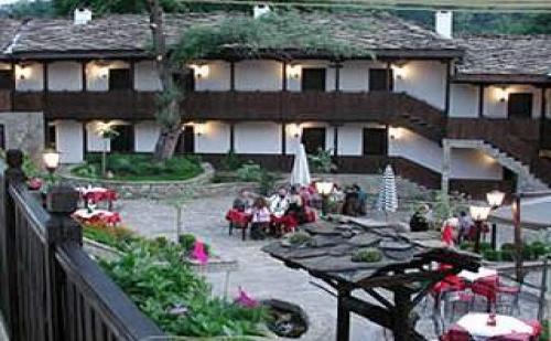 Романтичен уикенд до Боженци, 2 дни за двама със закуски в Хотел Фенерите