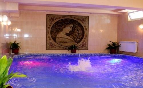 Топ Цена за 8-Ми Декември в Хисаря - Спа Хотел Астрея! 2 Дневен Пакет на човек със Закуски, Вечеря + Празнична Вечеря с Ди Джей и Ползване на Вътрешен Минерален Басейн!