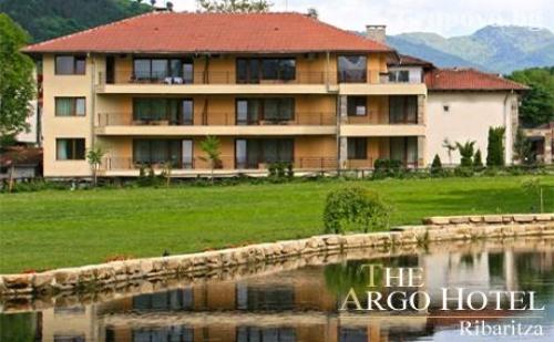Нощувка със закуска и вечеря + релакс център за 38 лв. на ден в хотел Арго, Рибарица