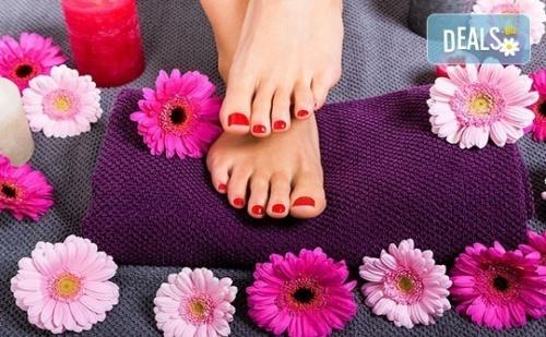 Педикюр с гел лак BlueSky + масаж на ходилата и ДВЕ рисувани декорации в Студио за красота РАДОСТ!