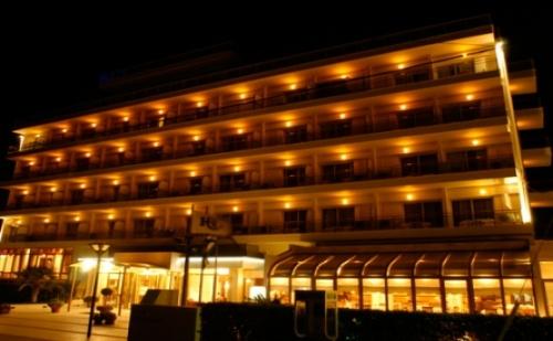 Страхотна Цена за Нова Година в Солун - Хотел Santa Beach 4*! 3 или 4 Дневни Пакети на човек + Включена Гала Вечеря и Първо Дете до 11.99Г. Безплатно!