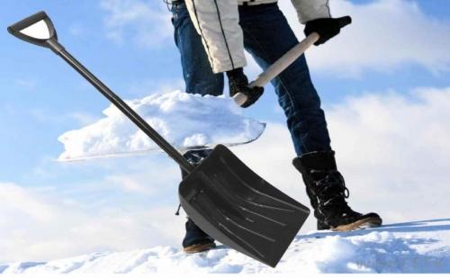 Удобна лека лопата за сняг с метална дръжка