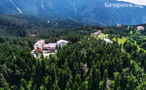 Нова Година в Паничище! 2 или 3 Нощувки със Закуски и Вечери + Празничен Куверт с Dj и Релакс Зона в Хотел Планински Езера