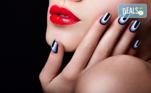 Класически или Френски Маникюр с Гел Лак Blue Sky или Rec, Богат Избор от Ефекти, 2 Авторски Декорации и Хидратиращ Масаж на Ръце в Beauty Center D&m!