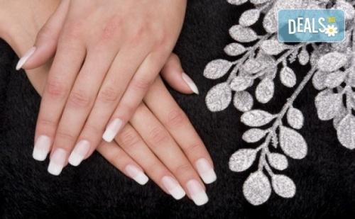 Поддръжка на Ноктопластика и Класически или Френски Маникюр с Шведски Лакове Depend и Бонус: Масаж на Ръце от Beauty Center D&m!