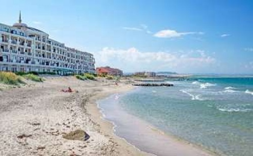 Ваканция на Първа Линия в Поморие в Нов Хотел с Включена Закуска до 08.07 и След 27.08 в Гардения Бийч Палас