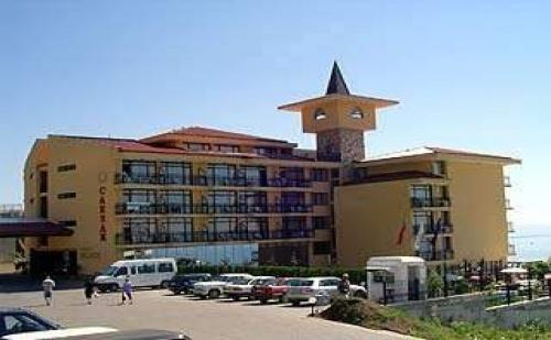 На Първа Линия в Топ Хотел през Юни, 7 Дни All Inclusive с 2 Безплатни Нощувки в Цезар Палас, Свети Влас