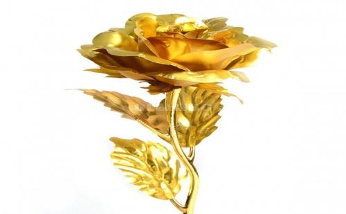 Красива Позлатена Роза в Подаръчна Кутия