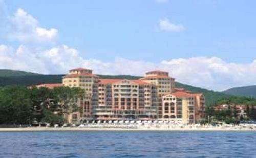 Първа Линия Елените с Аква Парк, All Inclusive до 11.07 с Безплатен Плаж в Хотел Роял Парк