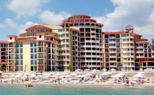 На Първа Линия в <em>Елените</em> с Безплатен Плаж, All Inclusive до 11.07 с Аква Парк от Хотел Андалусия