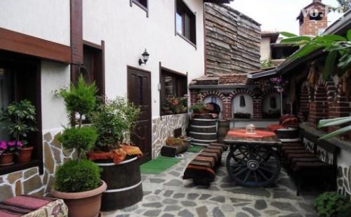 Самостоятелна Къща в Банско за 12 Човека с Механа и Още Екстри - Къща Плевнята!
