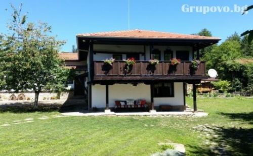 Бабината Къща за 12 Човека Край <em>Трявна</em> с Камина, Механа, Барбекю и Още Много Удобства!