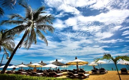 Ранни Записвания за Невероятна Почивка на Елените - Вили Роял Каса! Нощувка със Закуска и Вечеря + Чадър и Шезлонг на Плажа и Басейна + Безплатен Аквапарк!!!