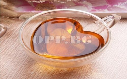Уникална Стъклена Чаша с Вградено Сърце