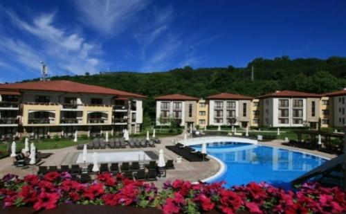 Парк Хотел Пирин 5* в Сандански - Нощувка със Закуска и Вечеря + Ползване на Вътрешен Басейн и Спа Център!