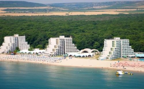 Ранни Записвания за Почивка на Първа Линия в  Хотел Нона*** Албена! Нощувка на База All Inclusive + Чадър и Шезлонг на Плажа и Басейна + Детска Анимация!!!