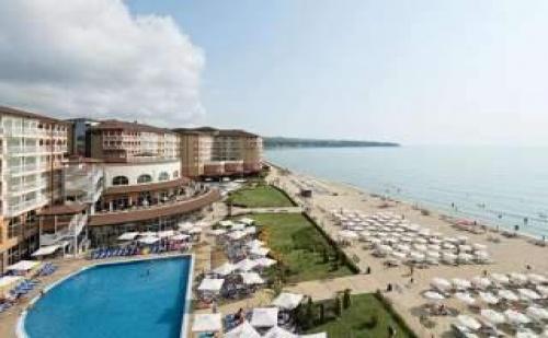 На Плажа в Обзор с Аквапарк, All Inclusive през Юли и Август с Плаж в Сол Луна Бей Маре Ризорт
