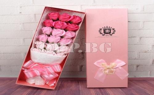 Букет от Ръчно Изработени Вечни Рози в Луксозна Кутия