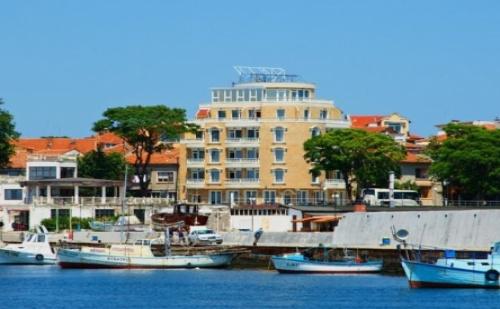 Лятна Почивка в Поморие - Хотел Парос! Нощувка със Закуска + Отлично Обслужване Близо до Центъра!