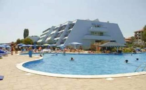 Семейна Лятна Почивка Първа Линия в Обзор - All Inclusive Юли и Август в Сунео Хелиос Бийч