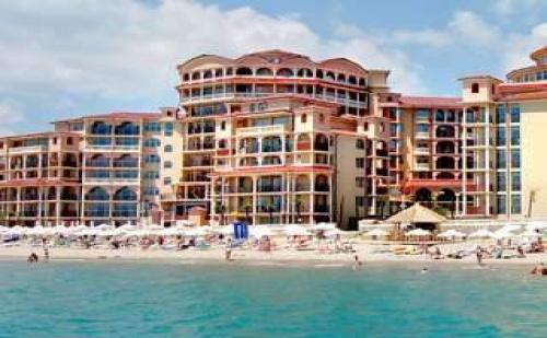 Ваканция 2018 с Безплатен Аква Парк, All Inclusive до 11.07 с Чадър и Шезлонг на Плажа в Хотел Атриум, <em>Елените</em>
