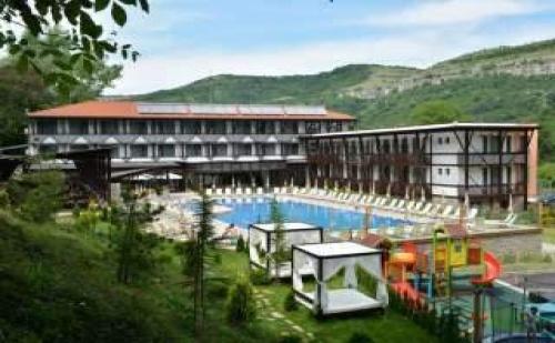 Майски Празници в Парк Хотел Асеневци, 2 Дни с Две Вечери   Релакс Център във <em>Велико Търново</em>