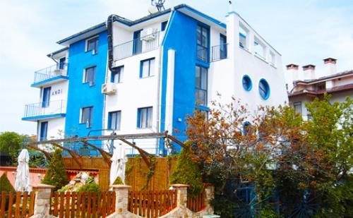 През Май и Юни в <em>Черноморец</em>! Нощувка със Закуска и Вечеря само за 25 лв. в Хотел Анди