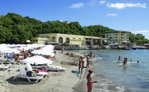 Цяло Лято на Първа Линия в Китен ! Нощувка със Закуска + Чадър и Шезлонг на Плажа в Хотел Марина***,
