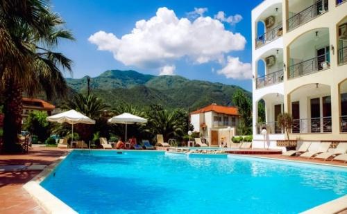 Морска Почивка на Халкидики през Юни - Stavros Beach Hotel 3* - 5 Нощувки с Включени Закуски и Вечери !
