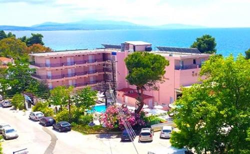 Май на Първа Линия в Гърция, само на 30М. от Плажа.! 3 All Inclusive LightНощувки + Басейн в Golden Beach Metamorfosi 3*, Халкидики