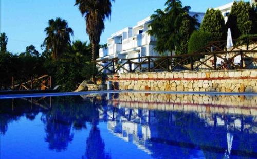 Семейна Почивка на Остров Амуляни, в Еко Хотел Agionissi Resort 4*- 5 Нощувки, Закуски и Вечери от 1 до 6 Юни. Две Деца до 14 Години - Безплатно!