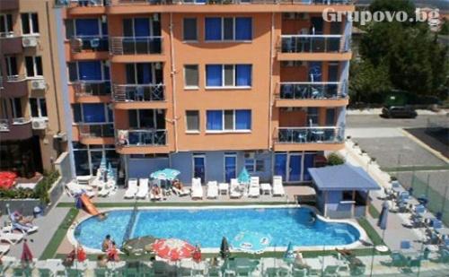 Лято в <em>Приморско</em>! Нощувка в Апартамент за 4 Човека + Басейн от Хотел Дара***