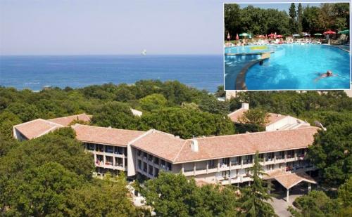 Лято в Златни Пясъци на 150М. от Плажа. All Inclusive + Басейн в Хотел Преслав