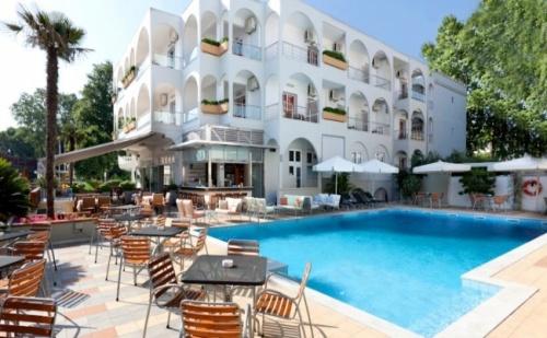 Топ Цена за Почивка на Олимпийска Ривиера - Kronos Hotel 4* - 5 Нощувки, с Включени Закуски и Вечери на Блок Маса!
