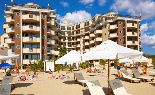 През Юли на Първа Линия в <em>Слънчев бряг</em>. All Inclusive на Брега на Морето + Басейн, Шезлонг и Чадър в Хотел Golden Ina