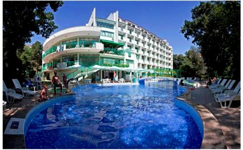 All Inclusive Light + Басейн през Май и Юни в Хотел Перуника, <em>Златни Пясъци</em>, на 150М. от Плажа