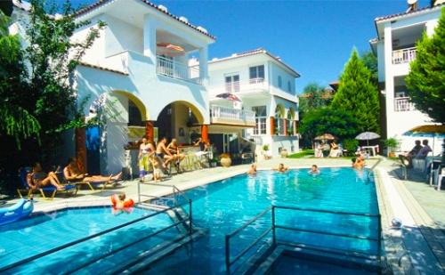 Цяло Лято на 75 М. от Плажа в <em>Ситония</em>! Нощувка със Закуска + Басейн в Хотел Melissa Gold Coast
